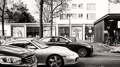 business men (Gerard Koopen) Tags: belgië belgium antwerpen antwerp bw blackandwhite businesscars mannequin straat street straatfotografie streetphotography businessmen businessman fujifilm fuji x100t 2017 gerardkoopen