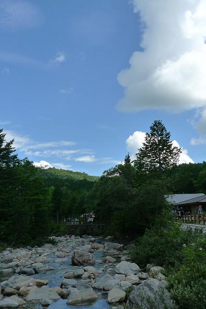 潔いくらい 綺麗に晴れた夏の空|赤沢森林資料館
