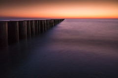 =T=h=e___s-t-i-l-l___O=c=e=a=n= (Tom Zander) Tags: ocean see sea seen ozean meer meere water wasser ostsee sonnenuntergang sonnenaufgang sunrise sunset holz wood wave waves wellen welle sony alpha 19mm sigma horizont romantic romantisch tom zander ruhe rest calm frieden urlaub holiday landscape landschaft ferien