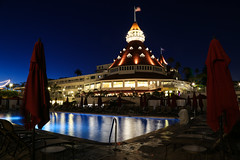 Del Summer Nights (KC Mike D.) Tags: hotel sandiego bay penisula island coronado hoteldelcoronado pool poolside ocean pacific flag american