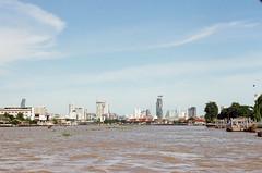 000098280033 (WayChen_C) Tags: canon a1 film kodak proimage100 thailand thaigraduationtrip bangkok chaophrayariver ประเทศไทย บางกอก กรุงเทพมหานคร แม่น้ำเจ้าพระยา 泰國 曼谷 昭披耶河