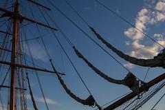 Rêver... (let's have a dream ...) (Larch) Tags: port harbor oslo norvège voilier vieuxvoilier ciel sky nuage cloud harbour mât mast navire ship bateau boat voile sail sailingship oldsailingship norway