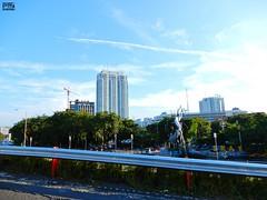 DSCN5867 (Detta Priyandika) Tags: street jalan raya scape urban city surabaya indonesia endonezya basra suroboyo skyscrapers sidewalk skyscraper sunset