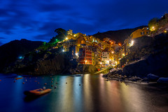 Riomaggiore Evening (Jon Ariel) Tags: riomaggiore italy liguria sea town evening lights reflection