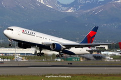 Delta Air Lines / Boeing 767-332 / N140LL departure from Ted Stevens Anchorage International Airport, Alaska. (Angel Moreno Photography) Tags: deltaairlines boeing767332 n140ll departure tedstevensanchorageinternationalairport alaska airport airplane plane aircraft mountains planespotter anchorage