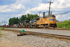 Yellow Over Black (BravoDelta1999) Tags: unionpacific up railroad norfolksouthern ns railway norfolkandwestern nw columbusdistrict bannon junction columbus ohio emd sd70m 3933 intermodal train
