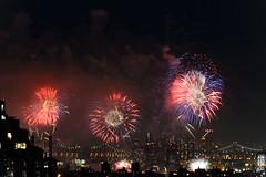 4th of July 2017 Macy's Fireworks-59 (Diacritical) Tags: brooklyn nycmacys nikond4 pattern 70200mmf28 30secatf71 july42017 84653pm f71 230mm 4thofjuly fireworks macysfireworks nyc night skyline