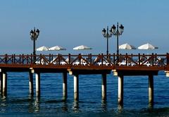 Sombrillas blancas (camus agp) Tags: mar mediterraneo embarcadero pantalan parasoles marbella españa faroles verano azules