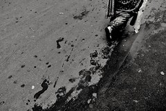 #10 #Pointer and Discussion (anandamohanpaul) Tags: pointer 10 streetpassionaward street people streetphotography leg woman monochrome india kolkata blackandwhite flickr ngc nationalgeographic