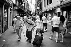 in passing (ddaugenblick) Tags: venedig venezia venice sw bw