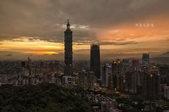 D66_9817 (brook1979) Tags: 台北市 101 台灣 地標 象山 超然亭 夕陽 城市 建築 taipei sunset