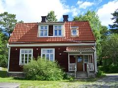 Björkö-Arholma skola (tompa2) Tags: skola björköarholma uppland sverige roslagen byggnad hus skolhus bjökö trappa