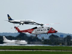 EI-ICU Ryanair 09-07-2017 (gallftree008) Tags: coast guard helicopter eiicu propping up ryanair boeing 737 landing dublin airport ireland aircraft aeroplane chopper takeoff plane runway