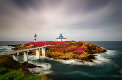 Isla Pancha (tmuriel67) Tags: seascape sky sea longexposure largaexposicion lighthouse paisaje faro clouds colores colors islapancha ribadeo spain oceano atlanticocean waves sedas landscape