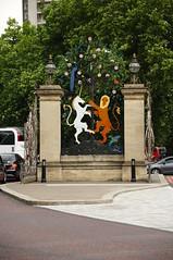 Hyde Park Corner / Queen Elizabeth Gate (D.Ski) Tags: hydeparkcorner greenpark wellingtonarch ww2 memorial warmemorial london uk england queenelizabethgate gate