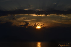No todo va a ser comer. (SegundoReal) Tags: sunset puesta sol sun soleil mar mer sea d7000 nikon naturaleza normandia normandía cielo sky francia viaje voyage voyager viajar viajero mancha canal ngc