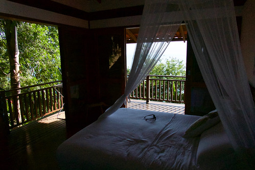 brazil-paraty-casa-cairucu-master-bedroom-copyright-pura-aventura-thomas-power