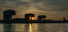 Kranhäuser Köln (st.weber71) Tags: köln kranhäuser sonne spiegelung sonnenuntergang architektur nikon nrw abendstimmung rheinland rheinufer rhein