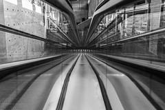 perspective plongeante (Rudy Pilarski) Tags: nb perspective bw nikon thebestoffnikon tamron travel séville escalator abstract abstrait structure line ligne flickrbest urbain urban urbano europe reflection reflet