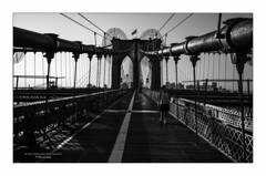 nyc#99 - Early Morning Walk (Nico Geerlings) Tags: ngimages nicogeerlings nicogeerlingsphotography nyc newyorkcity lowermanhattan eastriver brooklynbridge dumbo brooklyn pedestrianwalkway leicammonochrom 28mm elmarit