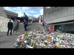 London Tribute (ChiralJon) Tags: incident flowers sympathy london colourful public 倫敦 伦敦 лондон londra londres ロンドン 런던 bridge terror attack laying messages murial fleurs sympathie floral arrangement attaque terreur attacke attacco terrore