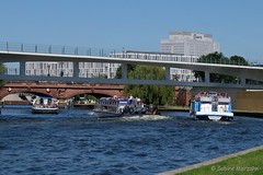 Sonntagsverkehr - Traffic on a sunny afternoon in Berlin (Sockenhummel) Tags: kanzleramt regierungsgebäude regierungsviertel