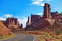 Three Gossips at this Bend (blacky_hs) Tags: arches park scenic drive moab three gossips nationalpark usa national landscape road route strase strasse natur arche avenue