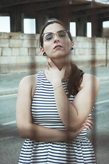 Algo me aleja de ti (Mishifuelgato) Tags: algo me aleja de ti separados distancia nikon d90 alicante puerto photography fotografia portrait retrato reflexión encuadre vertical adela pose modelo