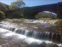 Puente Canto (Ezcaray, La Rioja, España, 17-4-2017) (Juanje Orío) Tags: ezcaray larioja provinciadelarioja españa spain 2017 puente bridge azud cascada río river ríooja agua water waterfall