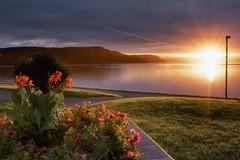Un trou dans les nuages (gaudreaultnormand) Tags: canada fjord fleures labaie leefilter leverdesoleil rayons reflet river rivière saguenay soleil sun sunrise