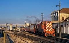Leaving Pinhal Novo (rolfstumpf) Tags: portugal pinhalnovo caminhosdeferroportugueses alco trains passengertrain station rsc3 railway railroad signals fujichrome