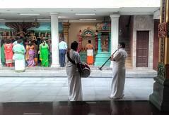 Sri Maha Mariamman Temple (Cleu Corbani) Tags: srimahamariamman templohindu templos creencias religiones fe musicos ropahindu indumentariahindu creyentes