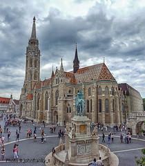Budapest Chiesa di Mattia -  Budapest Matthias Church (johnfranky_t) Tags: chiesa budapest ungheria johnfranky t samsung piazza cavaliere campanile tetti leoni monumento persone nuvole s6