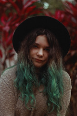 Bea (TheJennire) Tags: photography fotografia foto photo canon camera camara colours colores cores light luz young tumblr indie teen people portrait hat greenhair curlyhair nature lifestyle girl teenmodel