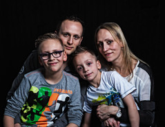 Family Portrait (relaxedhothead) Tags: apsc fuji xe2 jpeg lightroom photoshop raw ringlight xf 35 porträt personen familie family softbox yongnuo yn560 dodge burn