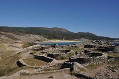 Castro de Baroña.  Galicia. (adribouzada) Tags: galicia piedras castros playa agua baroña celtas naturaleza