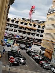 Wien (Harald Reichmann) Tags: wien stadtbild baustelle haus kran aussicht rotenhofgasse stop mensch person
