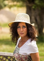 Sa mirada chi amo - The look that I love (diego_russo) Tags: diegorusso curlyhair beautifulgirl italianbeauty sardinianbeauty ricci rizos greeneyes hat inspiredbylove