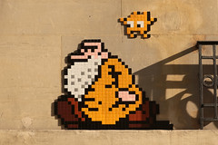 Paris 11ème (PA_1277) (Meteorry) Tags: europe france idf îledefrance paris spaceinvader spaceinvaders invader invaderwashere tiles carrelage carreaux mur wall street rue art artderue pixels pa1277 mrnatural robertcrumb homage frednatural comic bd character beard april 2017 meteorry mosaïques