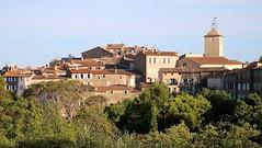Ramatuelle - Vue d'ensemble du village (Charles.Louis) Tags: paca provence var patrimoine histoire village pierre médiéval