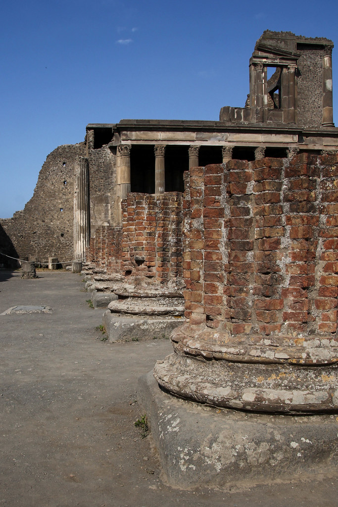 The world 39 s best photos of pompei and roman flickr hive mind for The beehive rome