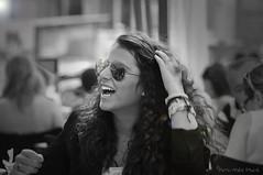 """Joie de l'été ... ( P-A) Tags: nb monochrome barcelone sagradafamilia vacances voyages terrasses bonheur beauté jeunesse amies rencontres connaissances café vino bière photos simpa© """"nikonflickraward"""" espagne photoquébec"""