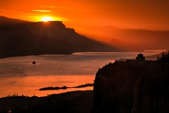 Gorge Fire Sunrise (Mstraite) Tags: sunrise color orange morining nature gorge columbiarivergorge vista vistahouse womansforum reflection river water canon