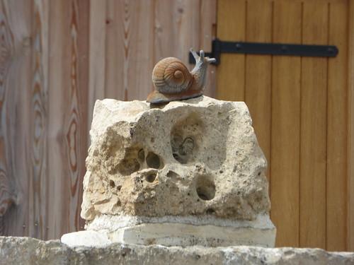 Jard sous la ville, Flavigny-sur-Ozerain - snail sculpture