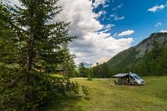 Relax nei boschi-4 ( YariGhidone ) Tags: rosso cesana lago nero claviere monti della luna van life vanlife campe furgone vita avventure adventure campfire camping wildlife wild camper