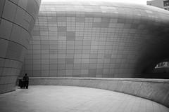 Seoul (Dimitri Tenezakis) Tags: building man bw blackwhite blackandwhite nb noiretblanc noirblanc metal zahahadid contemporary seoul southkorea dongdaemundesignplaza city urban silhouette street streetphotography