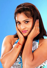 Indian Actress Ramya Hot Sexy Images Set-2 (7)