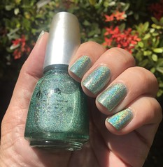He's Going In Circles - China Glaze (Jane Iris) Tags: esmalte unhas verde green nail polish holografic