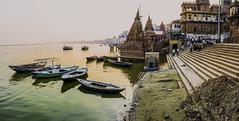 Ganges (Nebelkuss) Tags: india varanasi uttarpradesh benarés asia ganges rio river barca boats ghats panoramicas panoramics fujixpro1 fujinonxf23f14