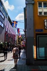 Shopping in Gothenburg (@acastellonm) Tags: sweden suecia gothenburg gotemburgo goteborg city street calle flag bandera compras gente people